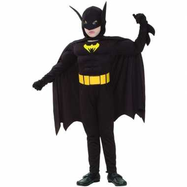 Bat held carnavalpak voor een kind