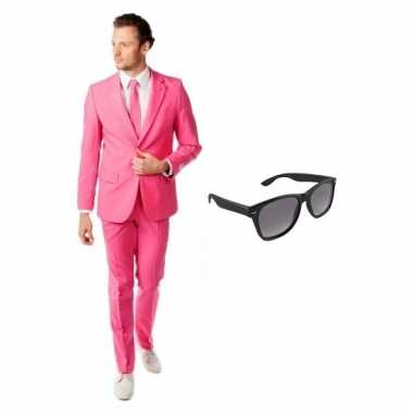 Verkleed roze net heren carnavalpak maat 54 (2xl) met gratis zonnebri