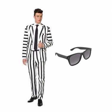 Verkleed zwart wit gestreept print net heren carnavalpak maat 48 m met gratis zonnebril